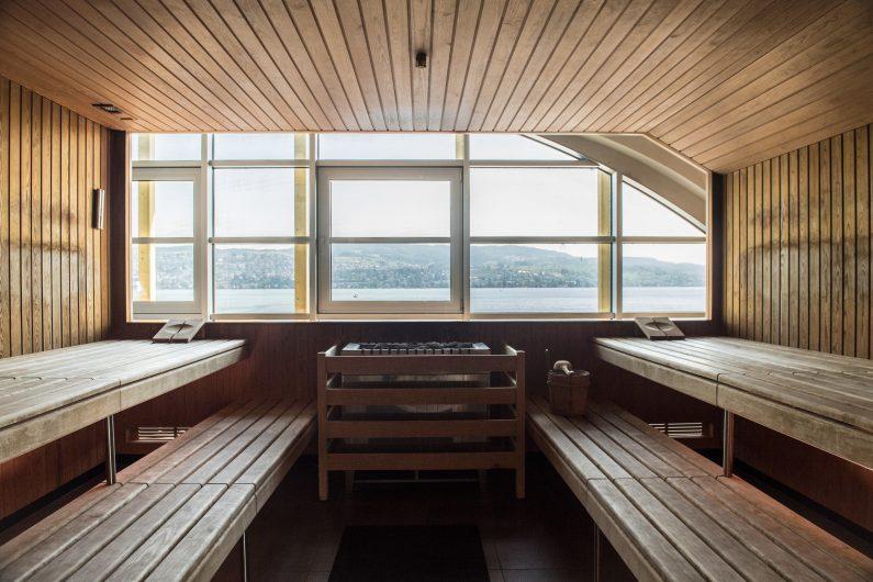 Die Sauna - mit Seeblick Holmes Place