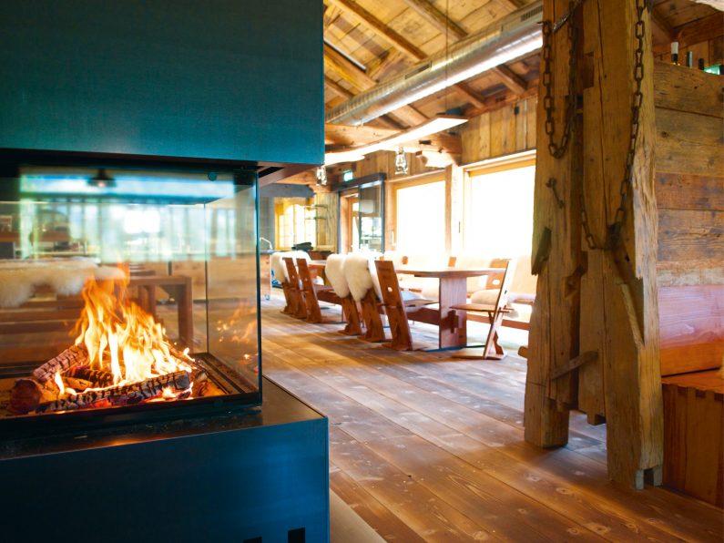 Atzmännig Lodge mit Feuer