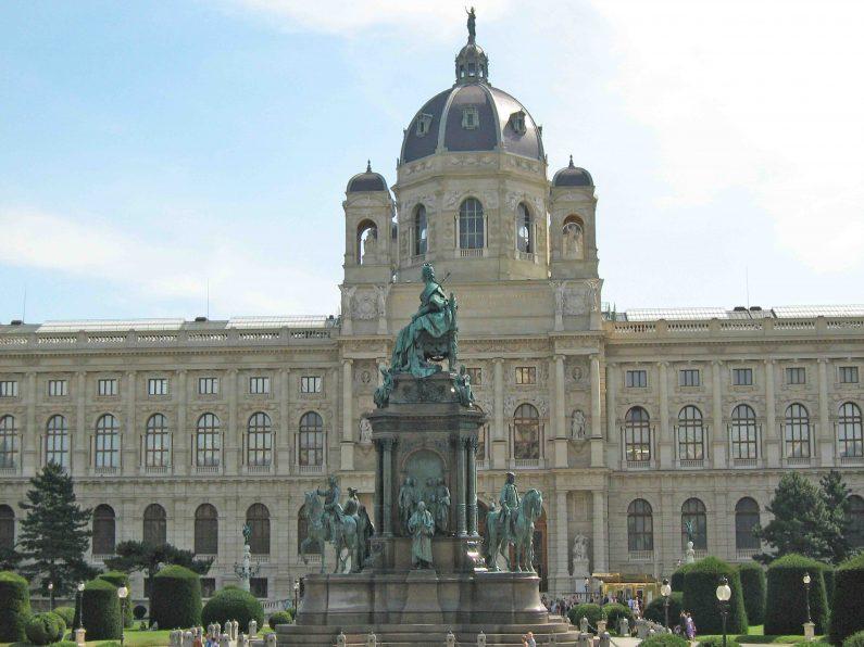 Maria Theresien Platz in Budapest_Ungarn
